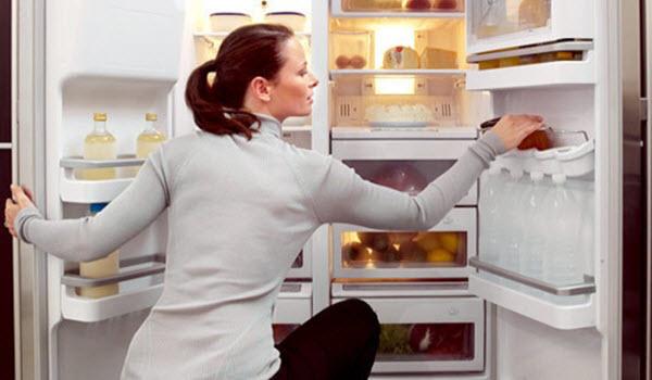 cửa tủ lạnh đóng không khít